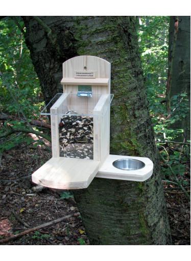 Krmítko a pítko pro veverky